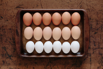 18 organic eggs in a tray