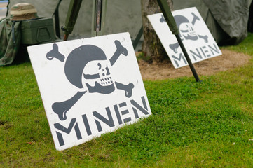 German warning signs for mines (Minen)