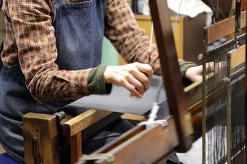 はた織り機の作業
