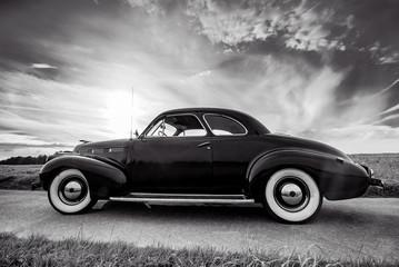 Oldtimer- Klassiker, Cadillac Lasalle Coupe, schwarzweiß Wall mural