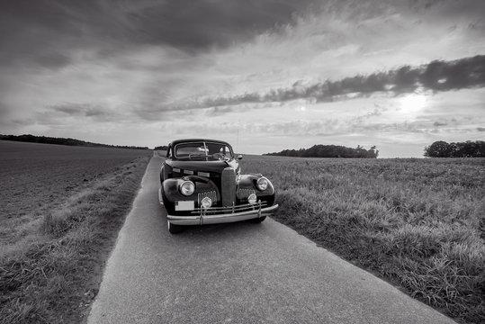 Oldtimer Cadillac Lassale Coupe von vorne, schwarz-weiss Foto