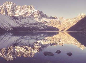 Poster de jardin Reflexion Vintage stylized picture of mountains reflected in Gokyo Lake, Sagarmatha National Park, Nepal.