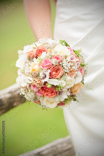 Hochzeitsstrauss Aus Rosen Stock Photo And Royalty Free Images On