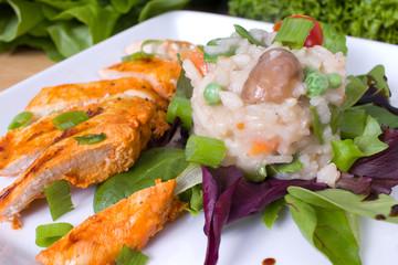 Gemüserisotto mit Hähnchenstreifen
