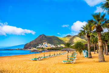 Türaufkleber Kanarische Inseln Amazing view of beach las Teresitas with yellow sand, umbrellas, longues and palm trees. Location: Santa Cruz de Tenerife, Tenerife, Canary Islands. Artistic picture. Beauty world.