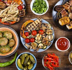 Fotobehang Klaar gerecht Various vegan dishes and snacks. Grilled vegetables.