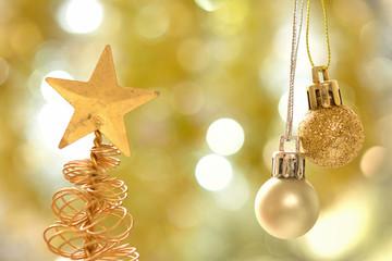 金色のクリスマスツリー
