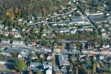 Vue aérienne de la ville de Maule à l'ouest de Paris