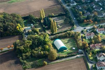 Vue aérienne d'un centre équestre dans les Yvelines à l'ouest de Paris