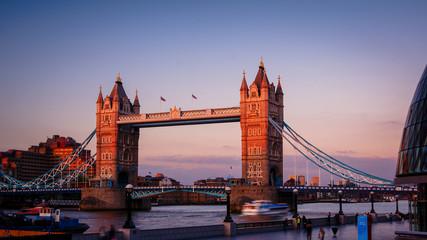 Photo sur Plexiglas Londres Sunset in London, view to the Tower Bridge- LONDON, ENGLAND