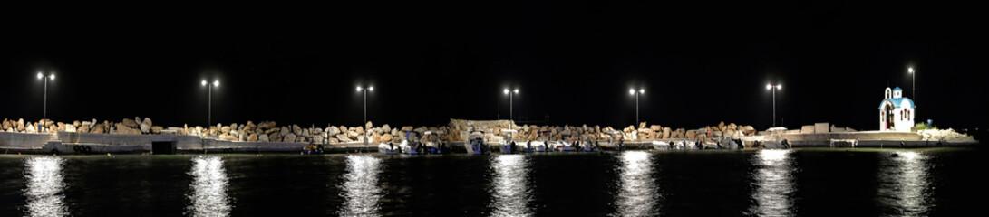 Fischerboote im alten Hafen von Chania, Kreta bei Nacht