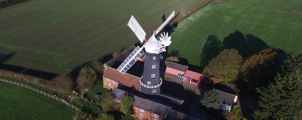 Spoed Fotobehang Molens Skidby Vintage wind power flour mill, East Yorkshire