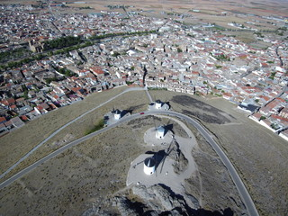 Consuegra (Toledo) Molinos de viento desde el aire. Consuegra es un municipio español de la provincia de Toledo, en la comunidad autónoma de Castilla-La Mancha