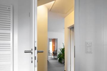 offene Tür Wohnraum Wohnung