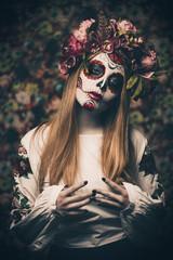 beautiful muertos woman