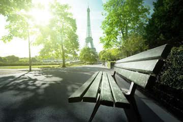 bench in park near Eiffel tower, Paris Fototapete
