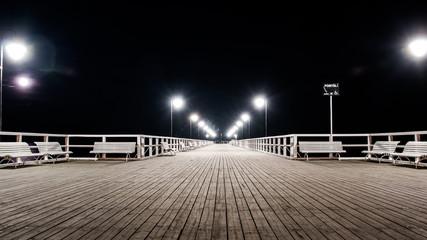 Widok na molo nocą