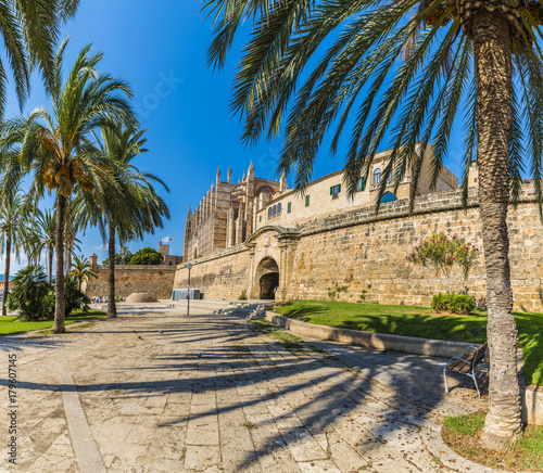 Wall mural The gothic Cathedral and medieval La Seu in Palma de Mallorca islands, Spain.