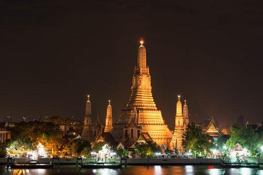 バンコク タイランド 暁の塔 ワット・アルンの夜景