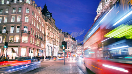 Photo sur Plexiglas Londres Shopping at Oxford street, London, Christmas day