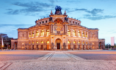 Deurstickers Theater Semperoper opera building at night in Dresden