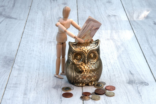 Mannequine saving money
