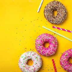 Fototapete - Yellow dessert background with various donuts