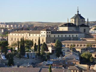 Toledo es una joya que tiene España. Abrazada por el río Tajo, ofrece entre sus murallas una espectacular muestra de la historia del arte español