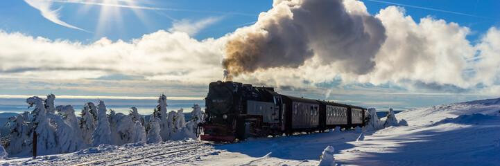 Brockenbahn, Zug Panorama im Winter