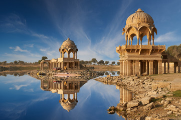 Gadi Sagar temple on Gadisar lake Jaisalmer, India. Fotomurales