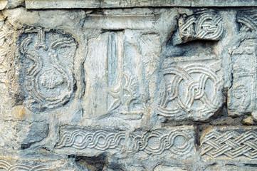 Часть стены древнего храма в Анакопии с сохранившимися древними орнаментами и символикой.