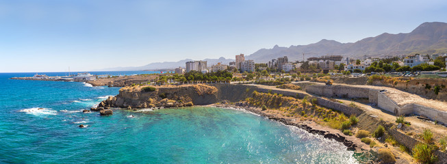 Autocollant pour porte Chypre Panorama of Kyrenia in North Cyprus