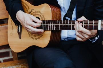 Close-up eines Gitarrenspielers