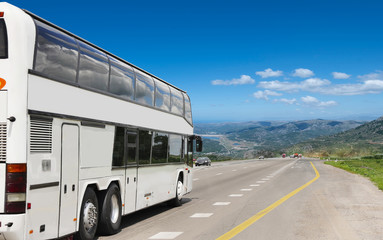 ourist bus drives tourists to rest