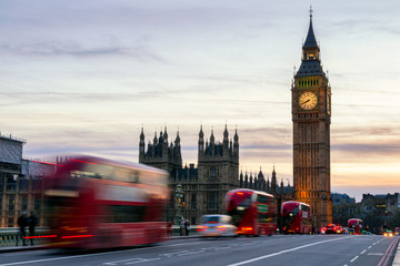 Foto op Plexiglas Londen rode bus The Big Ben, House of Parliament and double-decker bus blurred in motion, London, UK