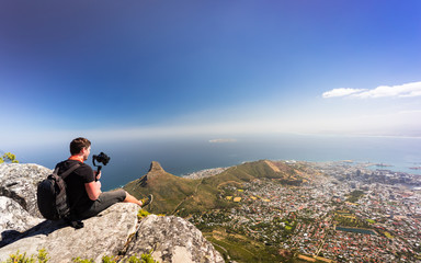 Junger Fotograf auf Tafelberg, Kapstadt
