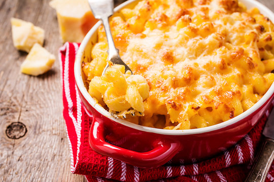 Mac and cheese, american style pasta