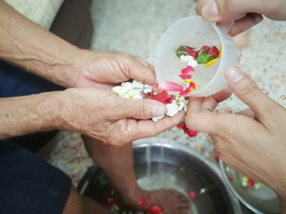 Pour water on the hands of revered elders and ask for blessing