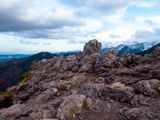 Malowniczy górski krajobraz Tatr widziany w listopadowy dzień