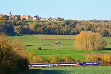 Train dans la vallée de la Mauldre, près de Montainville