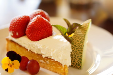ショートケーキのフルーツ添え