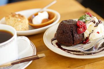 チョコケーキとスコーンのセット