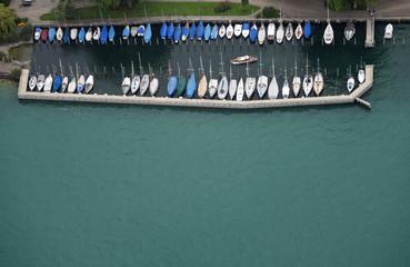 Luftaufnahme des Jachthafens Rorschach am Schweizer Bodensee-Ufer