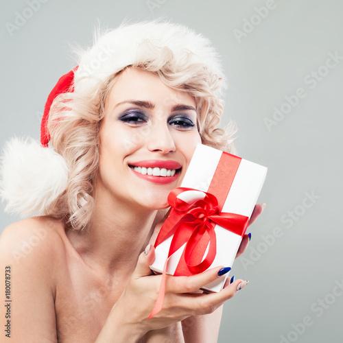 92e2e46135544 Cute Woman Fashion Model with Blonde Wavy Hair