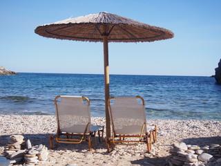 Kamienista plaża na greckiej wyspie Thassos