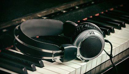 Piano keyboard and headphones with vintage effect