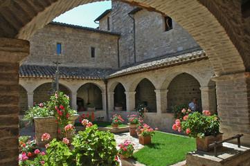 Assisi, il chiostro del monastero di San Damiano