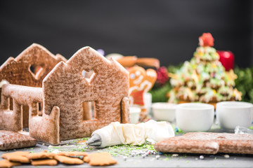 Making gingerbread house and sweet Christmas tree