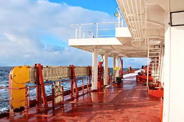 Обледенение судна в Тихом океане