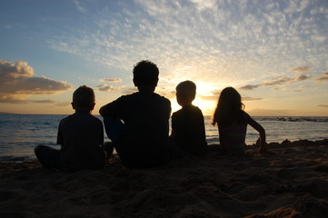 Ulua Sunset Friends Activate 16_1